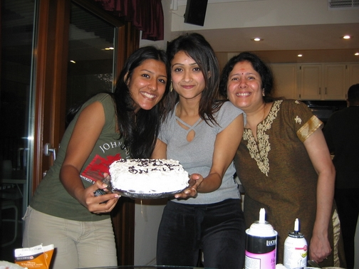 Keerthi, Simi Chechi, and Amma