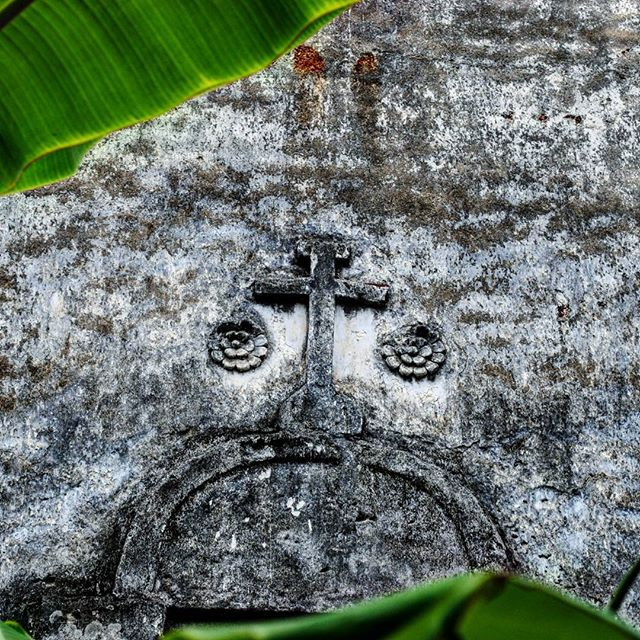 Relief of a cross on the walls of the ruined Vaipikkotta Portuguese Seminary, in Kottayil Kovilakam. The seminary was built by the Portuguese in the 1700s.  #history #ruins #archaeology #india #incredibleindia #kerala #chendamangalam #kottayilkovilakam #amateurphotography #amateurphotographer #photography #photographer #nikon #nikond3000 #nikonphotography