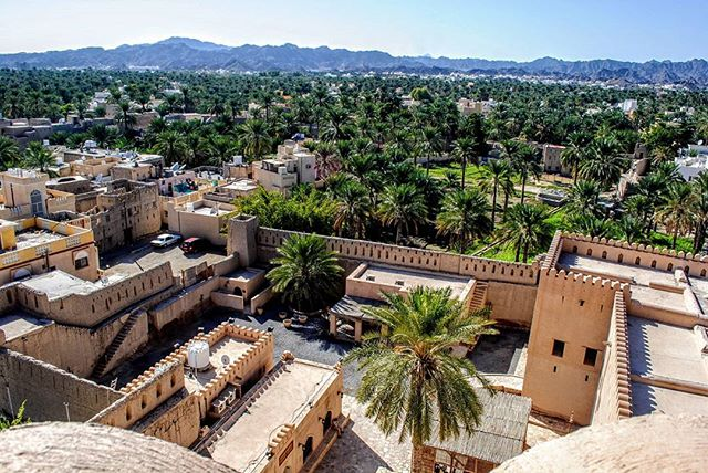 City of Nizwa seen from the top of the Nizwa Fort.  #nizwa #nizwafort #oman #sultanateofoman #muscat #travelphotography #travel #amateurphotography #amateurphotographer #photography #photographer #cityscape