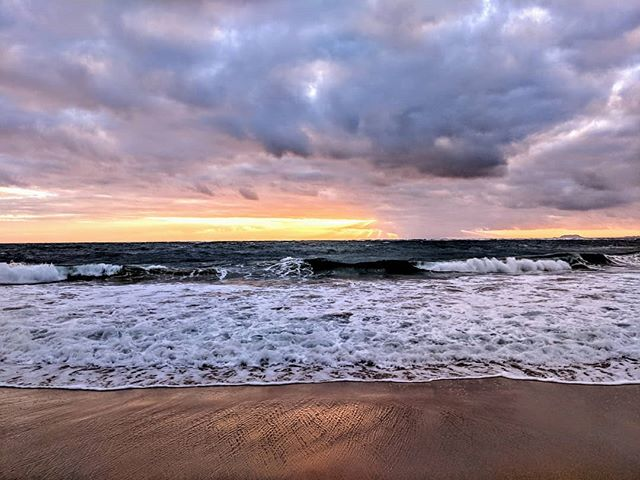 Sunrise at Pounder's Beach in Laie, Hawaii.  Unfortunately it was kind of cloudy, and we couldn't see the sun, but we still got a very nice light show. 🌅  #hawaii #vacation #beach #travel #sunrise #nature #naturephotography #beachphotography #scenery #sceneryphotography #landscape #landscapephotography #amateurphotographer #amateurphotography #photographer #photography #pixel2xlphotography #poundersbeach #beaches #beachphoto #mobilephotographer #mobilephotography
