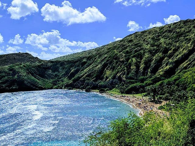 Hanuama Bay, Honolulu.  #hawaii #honolulu #hanuamabay #amateurphotographer #amateurphotography #mobilephotography #mobilephotographer #photographer #photography #scenery #sceneryphotography