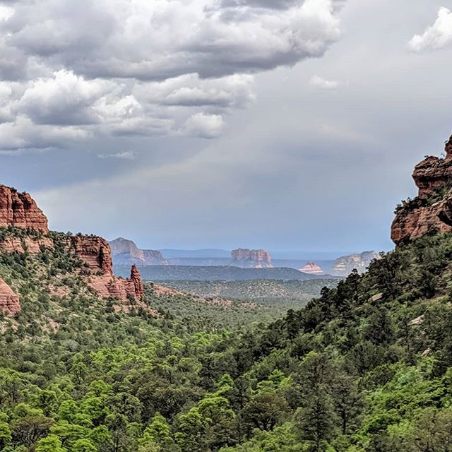 View from the top of Fay Canyon trail, in Sedona.  #sedona #faycanyon #arizona #sceneryphotography #scenery #landscapephotography #landscape #hiking #amateurphotographer #amateurphotography #mobilephotography #mobilephotographer #photographer #photographer